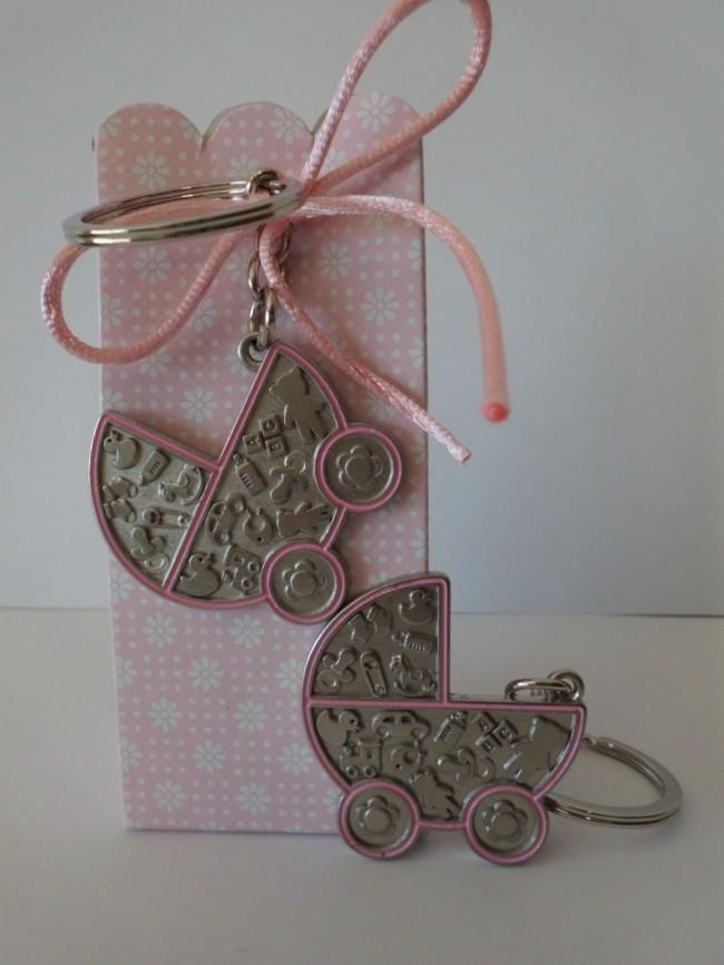 Detalle de Bautizo cajita peladilla llavero carrito rosa