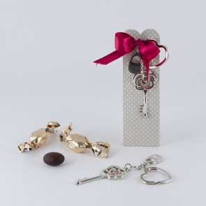 Detalle bautizo llavero llave flor cajita y chocolates