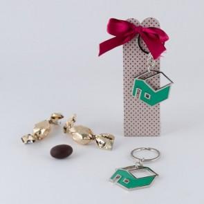 Detalle bautizo llavero casa cajita y chocolates