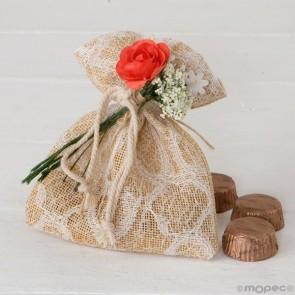 Detalle bautizo bolsa burlap blonda marfil bombones