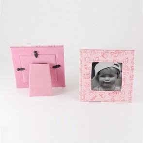 Detalle de Bautizo porta foto piel rosa dibujos bebe